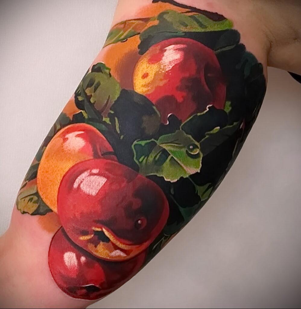 Фото пример рисунка татуировки с яблоком 03.03.2021 №010 - apple tattoo - tatufoto.com