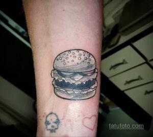 Фото рисунка татуировки с гамбургером 26.03.2021 №036 - burger tattoo - tatufoto.com