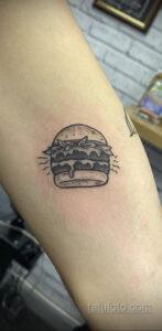Фото рисунка татуировки с гамбургером 26.03.2021 №133 - burger tattoo - tatufoto.com