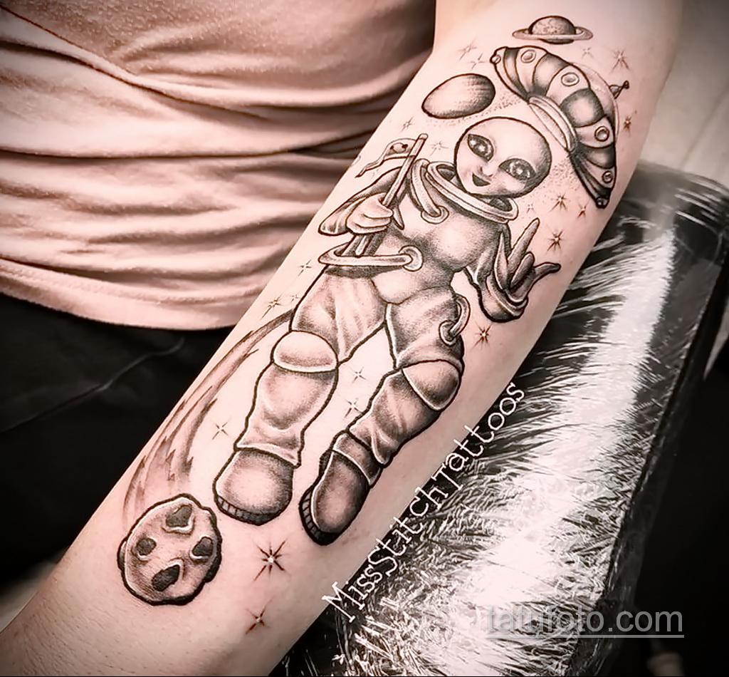 Фото татуировки с кометой (астероидом) 27.03.2021 №079 - comet tattoo - tatufoto.com