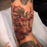 Фото татуировки с яблоком 03.03.2021 №217 - apple tattoo - tatufoto.com
