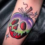 Фото татуировки с яблоком 03.03.2021 №231 - apple tattoo - tatufoto.com