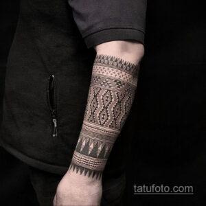 Фото интересного рисунка мужской тату 05.04.2021 №090 - male tattoo - tatufoto.com