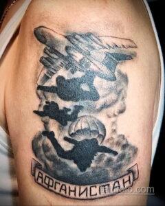 Фото интересного рисунка мужской тату 05.04.2021 №178 - male tattoo - tatufoto.com