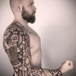 Фото интересного рисунка мужской тату 05.04.2021 №194 - male tattoo - tatufoto.com