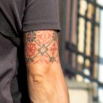 Народные – национальные узоры в тату на руке мужчины – Фото Уличная тату (street tattoo) № 13 – 27.06.2021 4