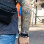 Славянские тату с символами и лесом на руках мужчины – Фото Уличная тату (street tattoo) № 13 – 27.06.2021 3
