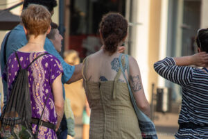 Смешная хендпоук тату (карявая тату) с рысью у девушки – Фото Уличная тату (street tattoo) № 13 – 27.06.2021 1