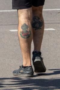 Тату Фреди Урюгер и Джейсон на икрах парня – Фото Уличная тату (street tattoo) № 13 – 27.06.2021 2