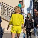 Тату знак бесконечности из пера и цветов на правой руке девушки – Фото Уличная тату (street tattoo) № 13 – 27.06.2021 1