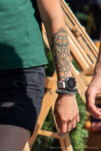 Тату медуза на руке девушки – Фото Уличная тату (street tattoo) № 13 – 27.06.2021 1