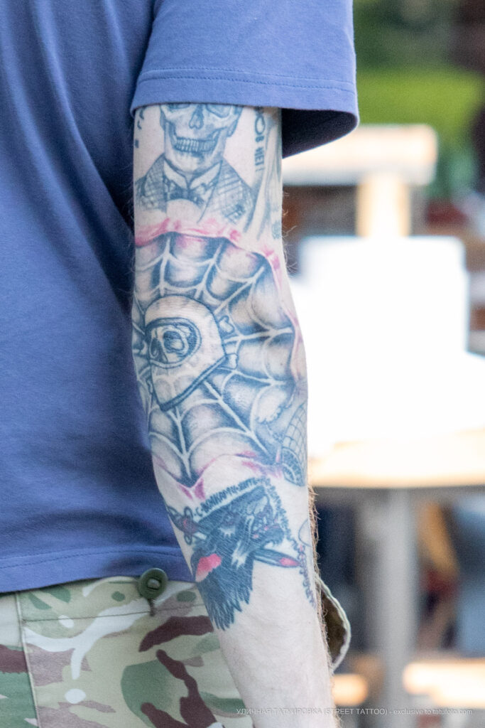 Тату паутина со скелетом на правой руке парня – Фото Уличная тату (street tattoo) № 13 – 27.06.2021 2