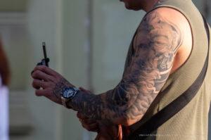 Тату рукав с греческим Богом (портрет) и парусником на правой руке парня – Фото Уличная тату (street tattoo) № 13 – 27.06.2021 2