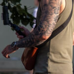 Тату рукав с греческим Богом (портрет) и парусником на правой руке парня – Фото Уличная тату (street tattoo) № 13 – 27.06.2021 4
