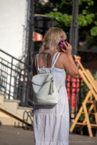 Тату с крестом и узорами на спине между лопаток девушки – Фото Уличная тату (street tattoo) № 13 – 27.06.2021 1