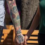 Тату с розой, бриллиантом, кроликом и девушкой на руке у парня – Фото Уличная тату (street tattoo) № 13 – 27.06.2021 6