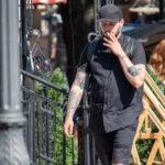 Тату с цветами и сердцем на руках парня – Фото Уличная тату (street tattoo) № 13 – 27.06.2021 2