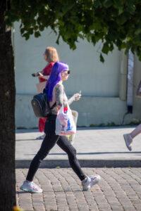 Тату с цветами на всю правую руку девушки – Фото Уличная тату (street tattoo) № 13 – 27.06.2021 12