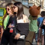 Тату с цветами на левом плече девушки – Фото Уличная тату (street tattoo) № 13 – 27.06.2021 4