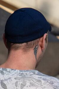 Тату трайбл узор на шее за правым ухом парня – Фото Уличная тату (street tattoo) № 13 – 27.06.2021 2