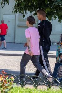 Тату цветок розы на левом запястье молодого парня – Фото Уличная тату (street tattoo) № 13 – 27.06.2021 5
