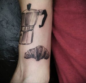Фото татуировки круассан 05.06.2021 №012 - croissant tattoo - tatufoto.com