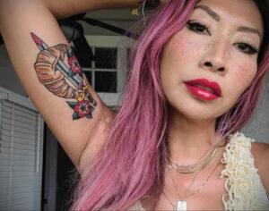 Фото татуировки круассан 05.06.2021 №027 - croissant tattoo - tatufoto.com