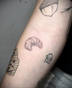 Фото татуировки круассан 05.06.2021 №060 - croissant tattoo - tatufoto.com
