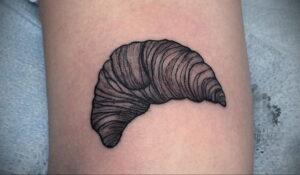 Фото татуировки круассан 05.06.2021 №127 - croissant tattoo - tatufoto.com