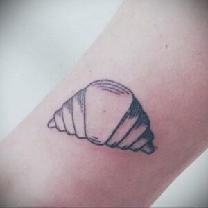 Фото татуировки круассан 05.06.2021 №134 - croissant tattoo - tatufoto.com