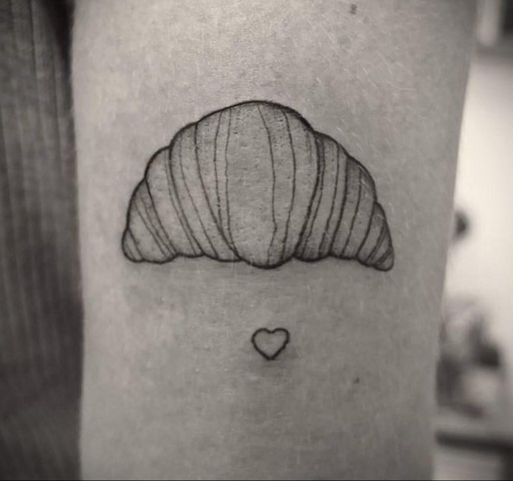 Фото татуировки круассан 05.06.2021 №171 - croissant tattoo - tatufoto.com