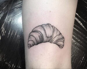 Фото татуировки круассан 05.06.2021 №183 - croissant tattoo - tatufoto.com
