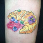 Фото татуировки круассан 05.06.2021 №185 - croissant tattoo - tatufoto.com