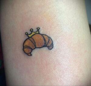 Фото татуировки круассан 05.06.2021 №198 - croissant tattoo - tatufoto.com