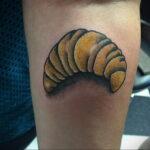 Фото татуировки круассан 05.06.2021 №205 - croissant tattoo - tatufoto.com