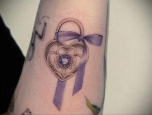 Фото тату Розовая ленточка 20.06.2021 №082 - tattoo pink ribbon - tatufoto.com