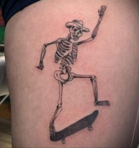 Фото тату со скейтбордом 19.06.2021 №060 - skateboard tattoo - tatufoto.com