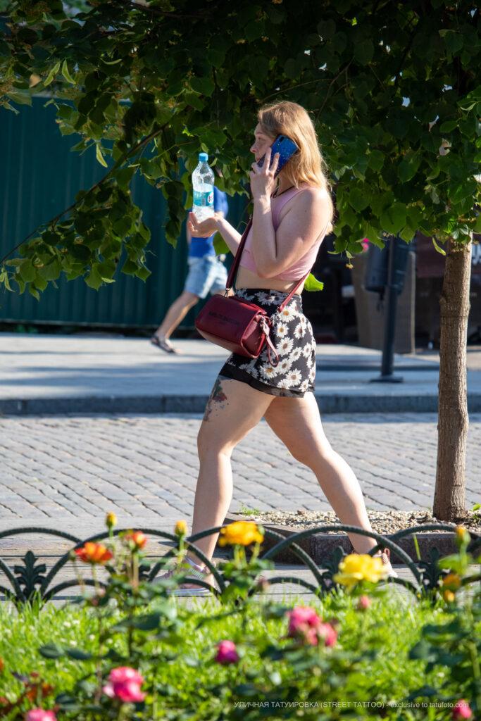 Фрагмент тату на ляжке девушки – Фото Уличная тату (street tattoo) № 13 – 27.06.2021 3