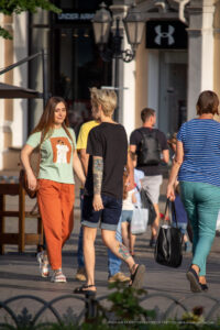 Цветная тату с маяком на правой ноге у девушки – Фото Уличная тату (street tattoo) № 13 – 27.06.2021 2
