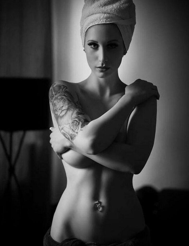 Фото Принятие душа с татуировкой 04.07.2021 №079 -Showering with a tattoo- tatufoto.com