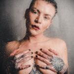 Фото Принятие душа с татуировкой 04.07.2021 №088 -Showering with a tattoo- tatufoto.com