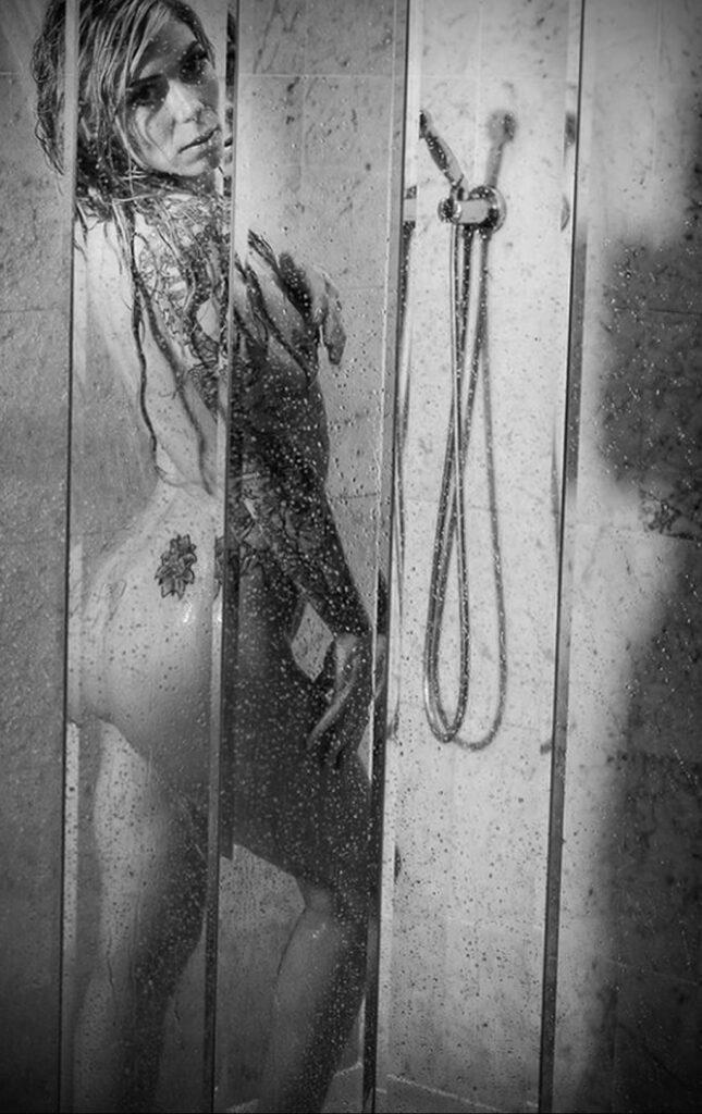 Фото Принятие душа с татуировкой 04.07.2021 №091 -Showering with a tattoo- tatufoto.com