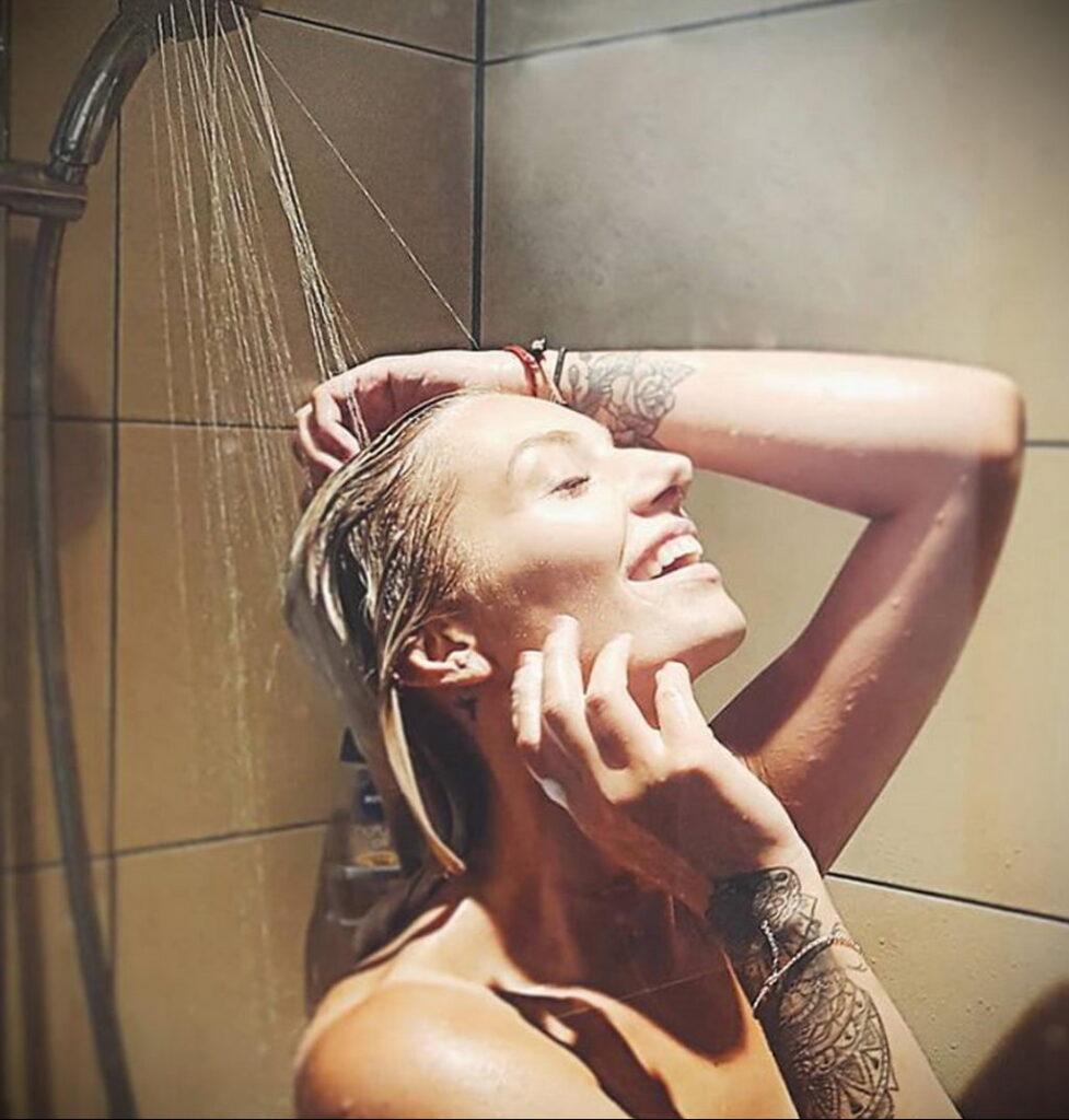 Фото Принятие душа с татуировкой 04.07.2021 №104 -Showering with a tattoo- tatufoto.com