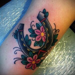Фото рисунока тату с подковой 22.07.2021 №041 - drawing tattoo horseshoe - tatufoto.com