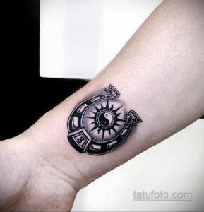 Фото рисунока тату с подковой 22.07.2021 №042 - drawing tattoo horseshoe - tatufoto.com