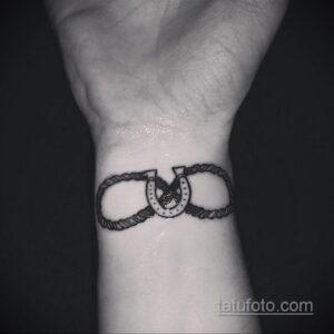 Фото рисунока тату с подковой 22.07.2021 №065 - drawing tattoo horseshoe - tatufoto.com