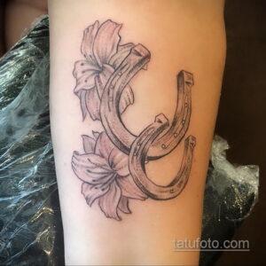 Фото рисунока тату с подковой 22.07.2021 №134 - drawing tattoo horseshoe - tatufoto.com