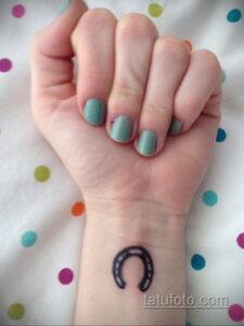 Фото рисунока тату с подковой 22.07.2021 №148 - drawing tattoo horseshoe - tatufoto.com