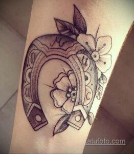 Фото рисунока тату с подковой 22.07.2021 №300 - drawing tattoo horseshoe - tatufoto.com