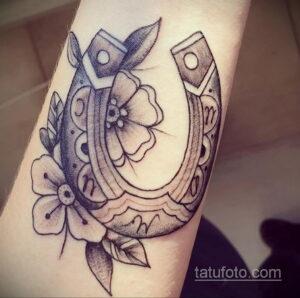 Фото рисунока тату с подковой 22.07.2021 №301 - drawing tattoo horseshoe - tatufoto.com